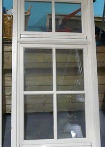 houten raam met kozijn en ventors