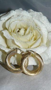 brede gouden oorbellen