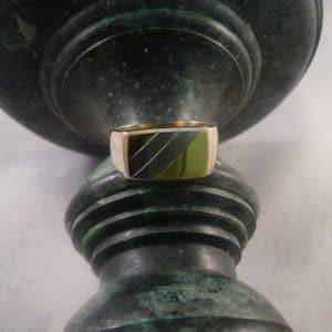 Gouden zegelring met witgoud hoofdfoto