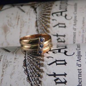 gouden ring met drie saffieren